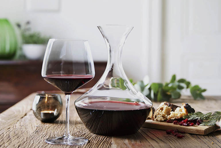 A decanter or Carafe. What's the difference?